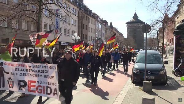 Nürnberg'de PEGIDA'dan Erdoğan karşıtı yürüyüş / Video haber - Sputnik Türkiye