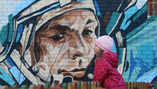 Kozmonot Yuri Gagarin'in Moskova'daki duvar resmi - Sputnik Türkiye