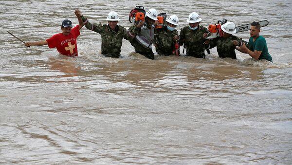 Kolombiya'da sel ve toprak kayması yüzlerce can aldı - Sputnik Türkiye