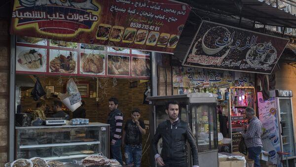 İzmir Basmane'de Suriyelilerin işlettiği birçok dükkan bulunuyor. - Sputnik Türkiye