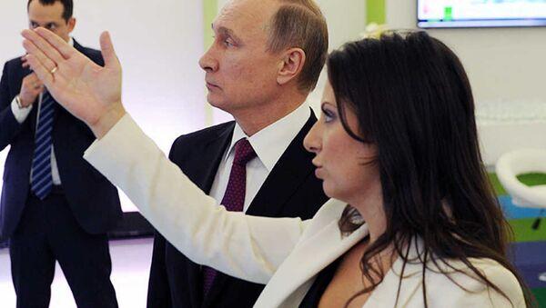 Rusya Devlet Başkanı Vladimir Putin ile Sputnik ve Russia Today Genel Yayın Yönetmeni Margarita Simonyan' - Sputnik Türkiye
