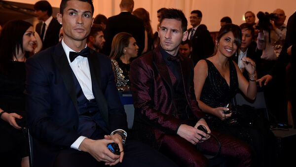 Cristiano Ronaldo - Lionel Messi - Antonella Roccuzzo  - Sputnik Türkiye