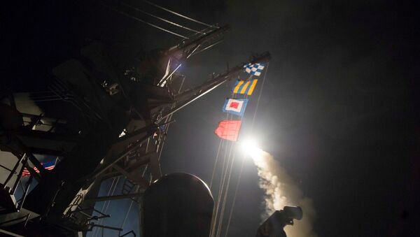 ABD, Suriye'deki bir hava üssünü füzelerle vurdu - Sputnik Türkiye