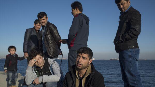 Afgan sığınmacılar Yunanistan polisinin kendilerine kötü muamele ederek  sınırın Türkiye tarafına bıraktığını anlatıyor - Sputnik Türkiye