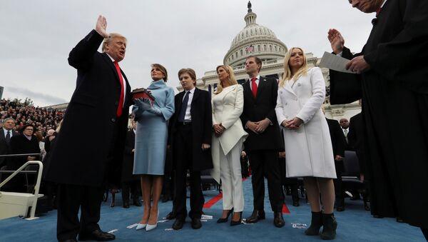 ABD Başkanı Donald Trump, eşi Melania ve çocukları Barron, Ivanka, Eric ve Tiffany - Sputnik Türkiye