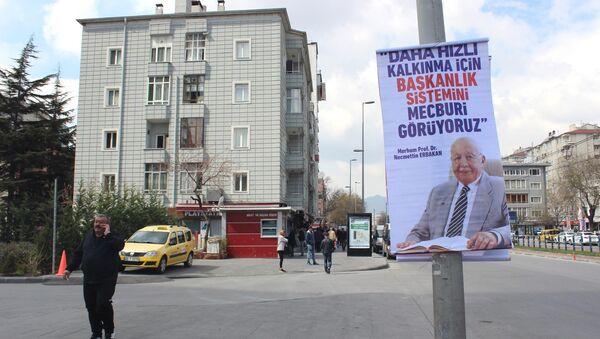 Tartışma yaratan Erbakan afişleri - Sputnik Türkiye