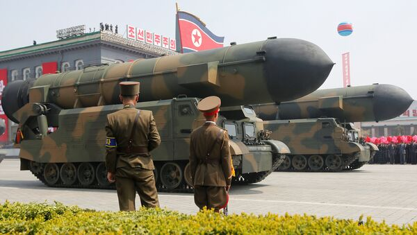 Kuzey Kore'deki askeri geçit töreninde füzeler de sergilendi - Sputnik Türkiye