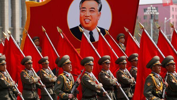 Kuzey Kore'de Kim Il-sung'un 105. doğum gününde yapılan askeri geçit töreni - Sputnik Türkiye