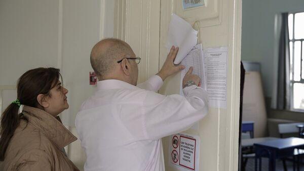 Halk oylamasında yurt içinde 55 milyon 319 bin 222 seçmen, 167 bin 140 sandıkta oy kullanacak. - Sputnik Türkiye