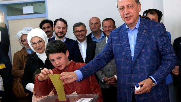 Recep Tayyip Erdoğan - referandum - sandık - İstanbul - Sputnik Türkiye