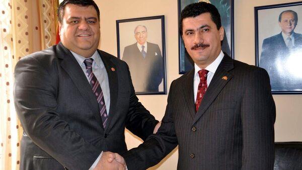 MHP'nin Manisa teşkilatlarında çeşitli kademelerde görev alan Tamer Akkal ve Engin Kabada - Sputnik Türkiye