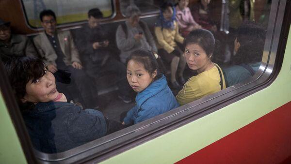 Kuzey Kore'nin başkenti Pyongyang metrosu - Sputnik Türkiye