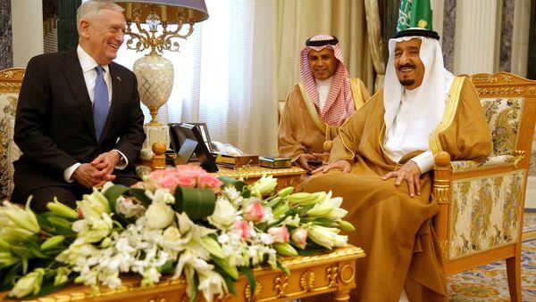ABD Savunma Bakanı James Mattis- Suudi Arabistan Kralı Selman bin Abdulaziz - Sputnik Türkiye