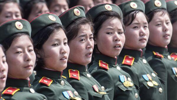 Kuzey Koreli kadın askerler - Sputnik Türkiye