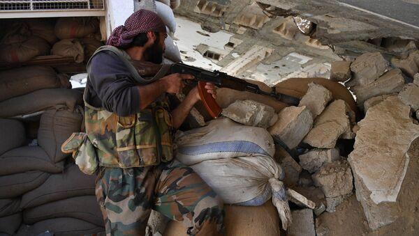 Suriye ordusu, IŞİD'in saldırılarını püskürüyor. - Sputnik Türkiye