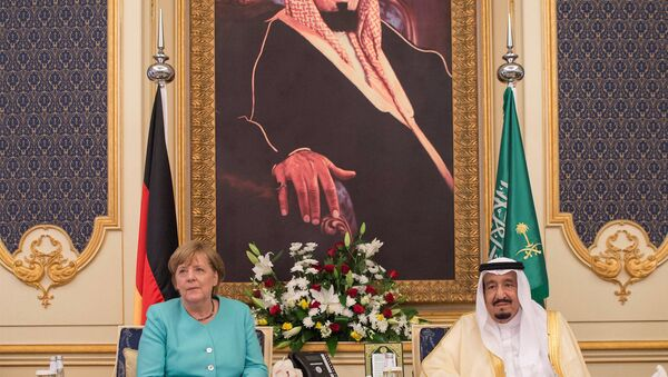 Almanya Başbakanı Angela Merkel ve Suudi Arabistan Kralı Selman bin Abdulaziz - Sputnik Türkiye