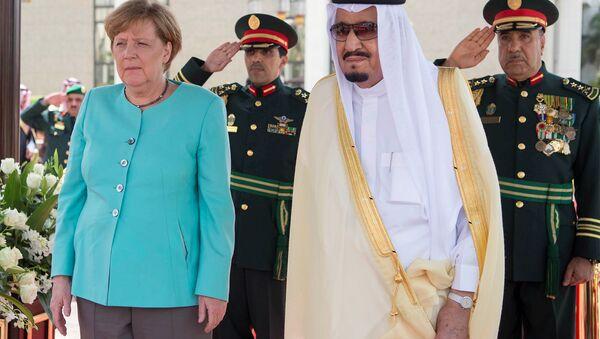 Suudi Arabistan Kralı Selman bin Abdülaziz El Suud ve Almanya Başbakanı Angela Merkel - Sputnik Türkiye