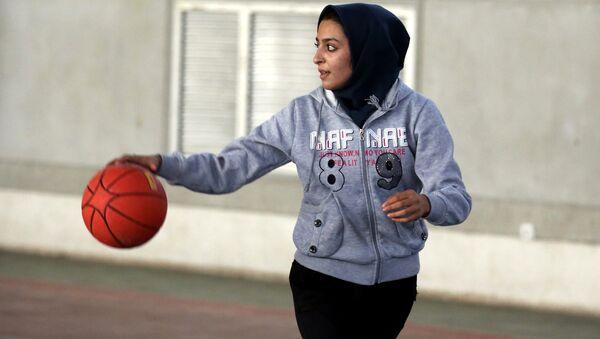 Başörtülü basketbolcu - Sputnik Türkiye