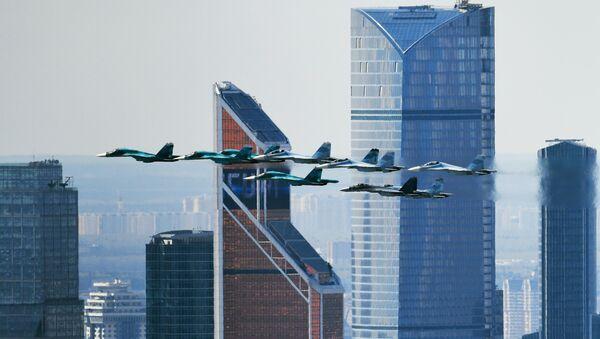 Su-35, Su-27 ve Su-34 avcı uçakları. - Sputnik Türkiye