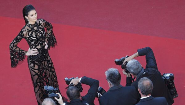 Model Kendall Jenner arrives on red carpet for the screening of the film Mal de pierres (From the Land of the Moon) in competition at the 69th Cannes Film Festival in Cannes, France, May 15, 2016 - Sputnik Türkiye