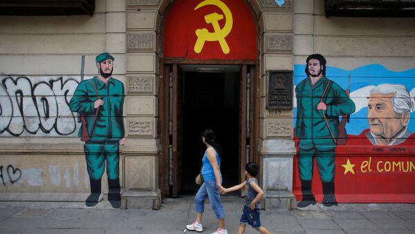 Fidel Castro ve Ernesto Che Guevara - Sputnik Türkiye