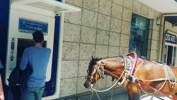 Yaşam ATM'den para çekmeye atıyla gitti - Sputnik Türkiye