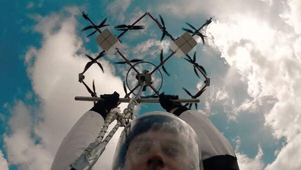 Letonyalı paraşütçü, dünyada İHA'dan gerçekleşen ilk atlayışa imza attı - Sputnik Türkiye