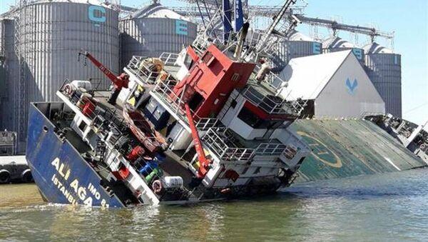 1998 grostonluk 'Ali Ağa' isimli genel kargo gemisi yan yattı - Sputnik Türkiye
