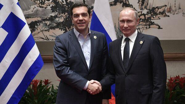 Putin, Kuşak ve Yol Forumu çerçevesinde Yunanistan Başbakanı Aleksis Çipras'la da bir araya geldi.  İki ülke arasındaki ekonomik ilişkilerde yaşanan gelişime dikkat çeken Putin, 2016'da ikili ticaret hacminde yüzde 4'ün biraz üzerinde artış kaydedildiğini anımsattı ve 2017'nin ilk 2 ayında yüzde 80'lik bir artış gerçekleştiğinin altını çizdi. - Sputnik Türkiye