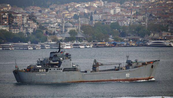 İstanbul Boğazı'nı geçen Rus gemisi - Sputnik Türkiye