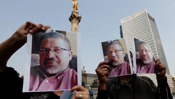 Öldürülen Meksikalı gazeteci Javier Valdez için Mexico City'de yapılan protesto - Sputnik Türkiye