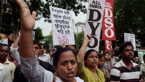 Hindistan'daki tecavüz olaylarını protesto eden kadın aktivistler - Sputnik Türkiye