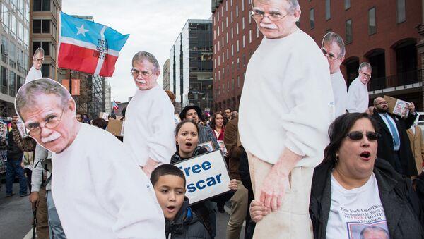 Porto Rikolu milliyetçi Oscar Lopez Rivera'nın serbest kalmasını isteyen eylemciler - Sputnik Türkiye
