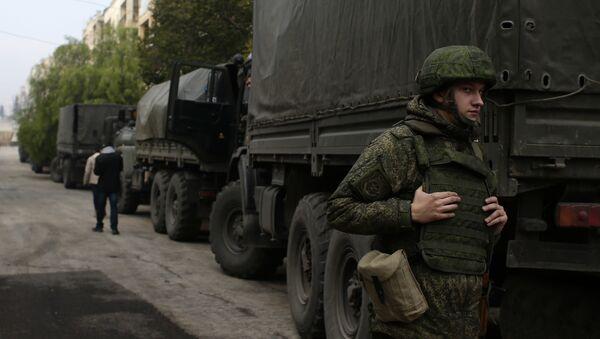 Suriye'de görev yapan bir Rus askeri - Sputnik Türkiye