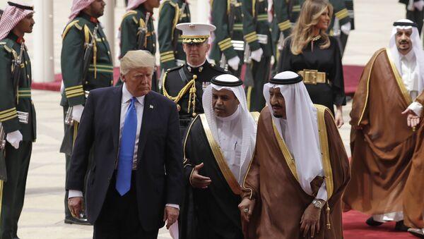 Donald Trump ve Kral Selman Bin Abdülaziz - Sputnik Türkiye