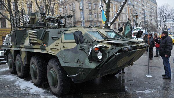 Ukrayna ordusuna ait zırhlı personel taşıyıcı - Sputnik Türkiye