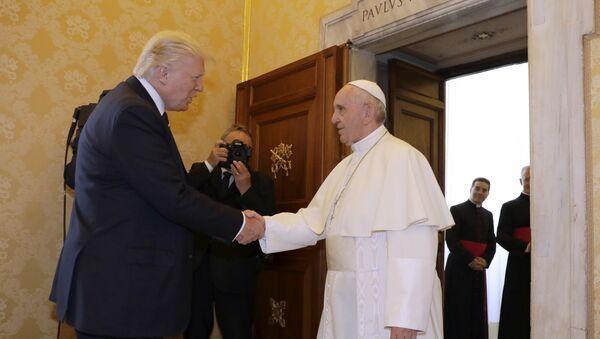 Donald Trump-Papa Francis - Sputnik Türkiye