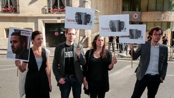 Mathias Depardon'un serbest bırakılması için Türkiye'nin Paris Başkonsolosluğu önündeki eylem - Sputnik Türkiye