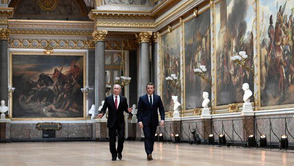 Rusya Devlet Başkanı Vladimir Putin ile Fransa Cumhurbaşkanı Emmanuel Macron - Sputnik Türkiye