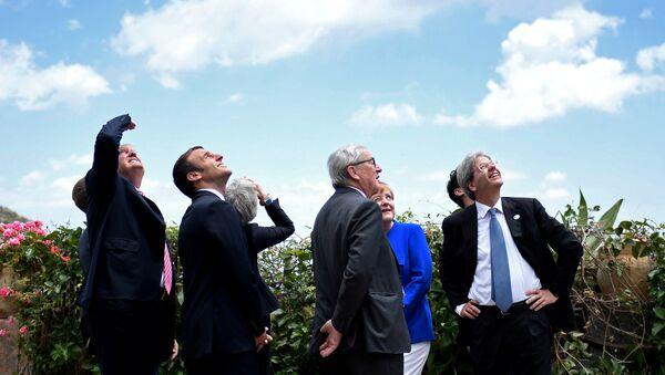 G7 Liderler Zirvesi / Donald Trump - Emmanuel Macron - Theresa May - Jean Claude Juncker - Angela Merkel - Paolo Gentiloni - Sputnik Türkiye
