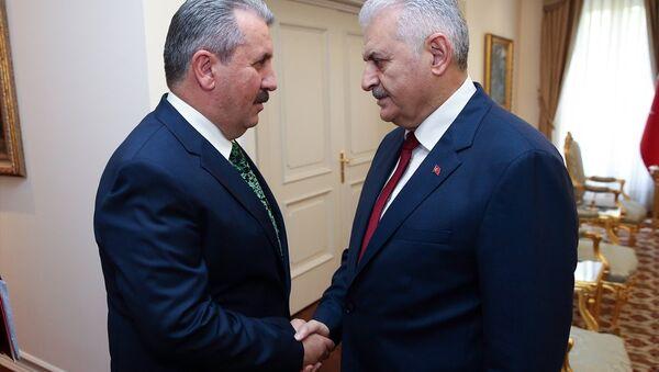 BBP Genel Başkanı Mustafa Destici ve Başbakan Binali Yıldırım - Sputnik Türkiye