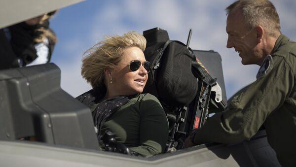 Hollanda Savunma Bakanı Jeanine Hennis-Plasschaert - Sputnik Türkiye