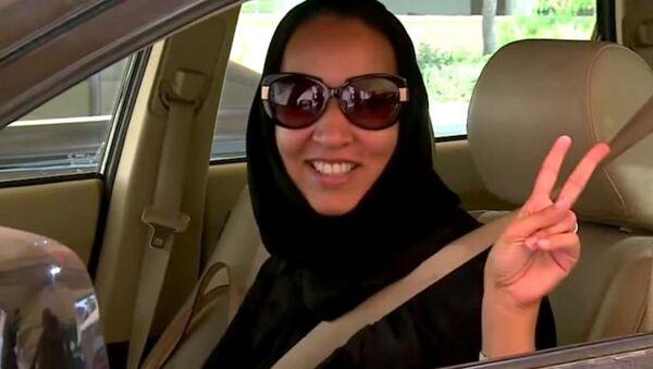 Suudi kadın aktivist araba kullanmaktan ikinci kez tutuklandı - Sputnik Türkiye
