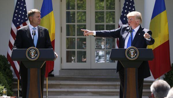 ABD Başkanı Donald Trump- Romanya Cumhurbaşkanı Klaus Iohannis - Sputnik Türkiye