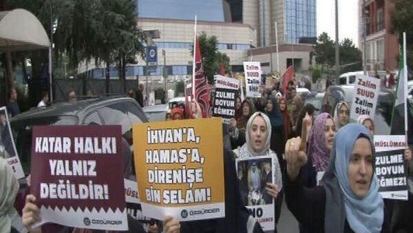 Suudi Arabistan Başkonsolosluğu önünde Katar protestosu - Sputnik Türkiye