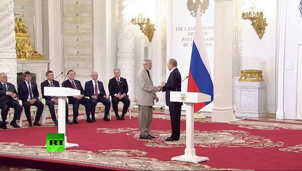 Putin, Rusya Günü'nde bilim ve sanat alanında devlet nişanlarını takdim etti / Video haber - Sputnik Türkiye