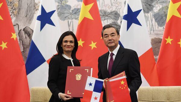 Çin Dışişleri Bakanı Wang Yi ve Panama Dışişleri Bakanı ve Başkan Yardımcısı Isabel de Saint Malo - Sputnik Türkiye