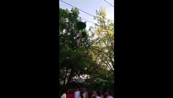 Ağaçtan düşen kız - Sputnik Türkiye