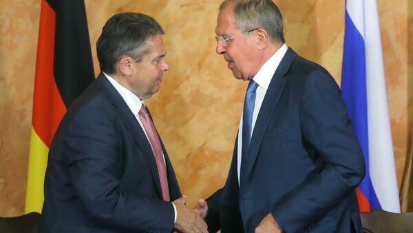 Almanya Dışişleri Bakanı Sigmar Gabriel ile Rus mevkidaşı Sergey Lavrov - Sputnik Türkiye