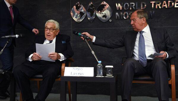 Lavrov ve Kissinger - Sputnik Türkiye
